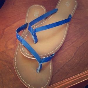 MOSSIMO blue flat sandals size 8